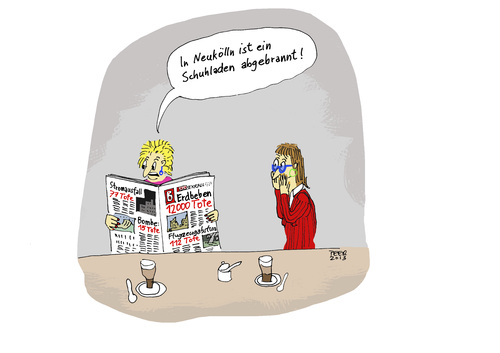 Cartoon: Panik im Frauencafe (medium) by darkplanet tagged tussi,schuhladen,schuhe,panik,luxus,konsum,katastrophe,ignoranz,frauen,dumm,blindheit