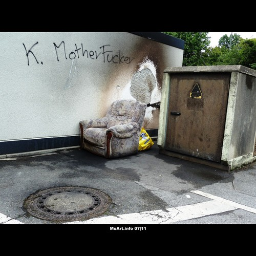 Cartoon: MoArt - Urban Jungle 22 (medium) by MoArt Rotterdam tagged tags,cityjungle,stadswildernis,stadsjungle,urbanjungle,grotestad,bigcity,rotterdam,moart,moartcards,stoel,chair,vies,dirty,outside,buiten,waste,afval